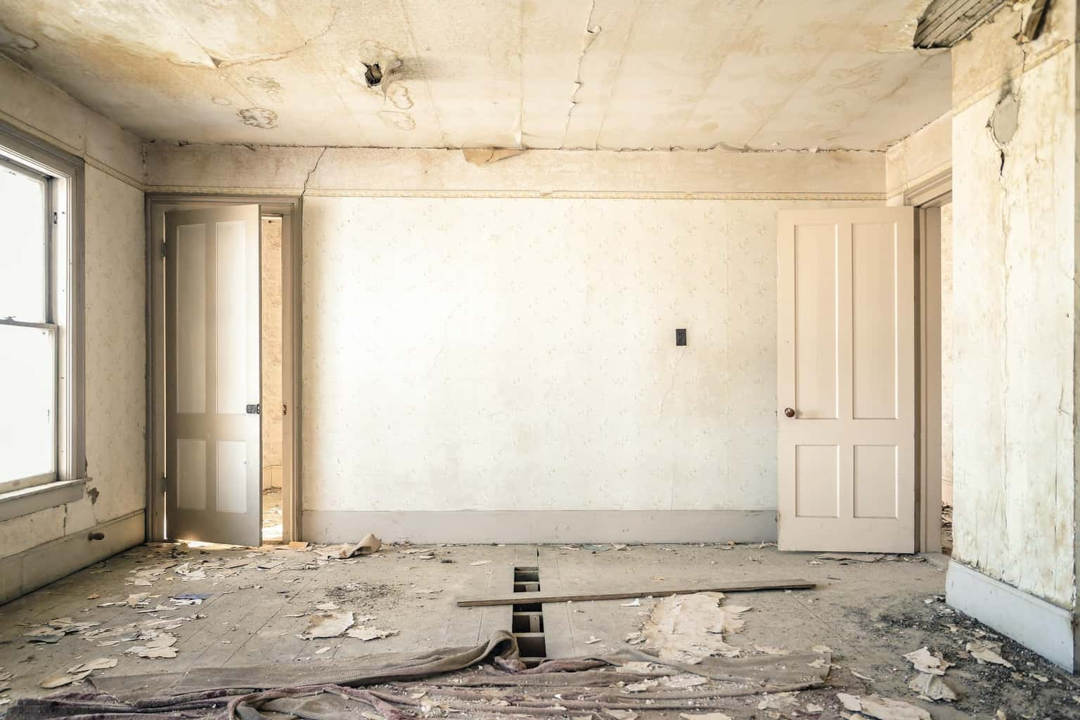 Living in or Renovating an Older Home? Asbestos Dangers and Risks