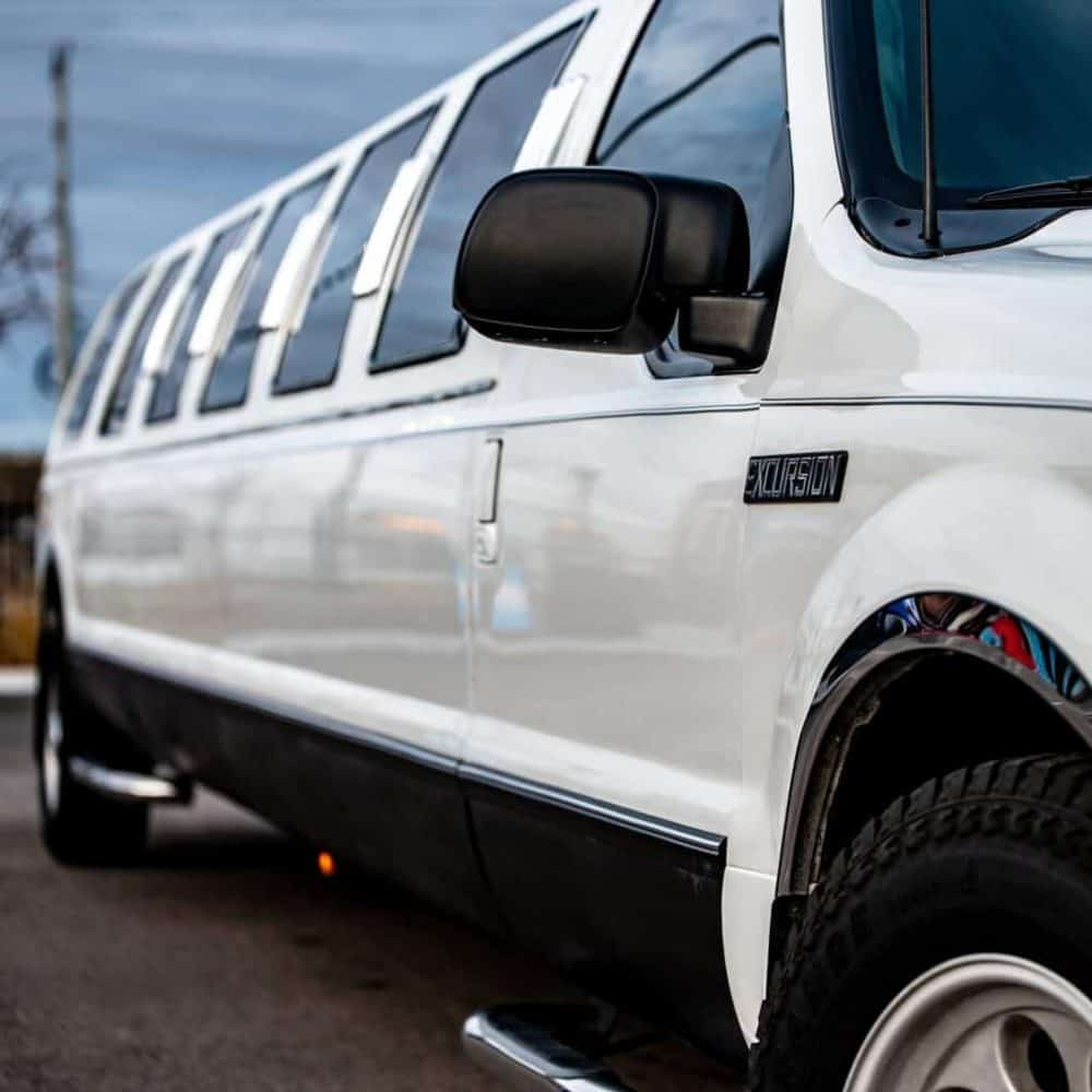 Reasons Why You Might Want to Hire a Limousine
